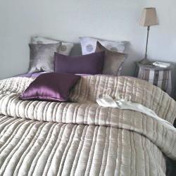 boutis couvre lit en soie nuits de chine nuits de chine. Black Bedroom Furniture Sets. Home Design Ideas