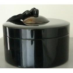 Boîte en laque noire